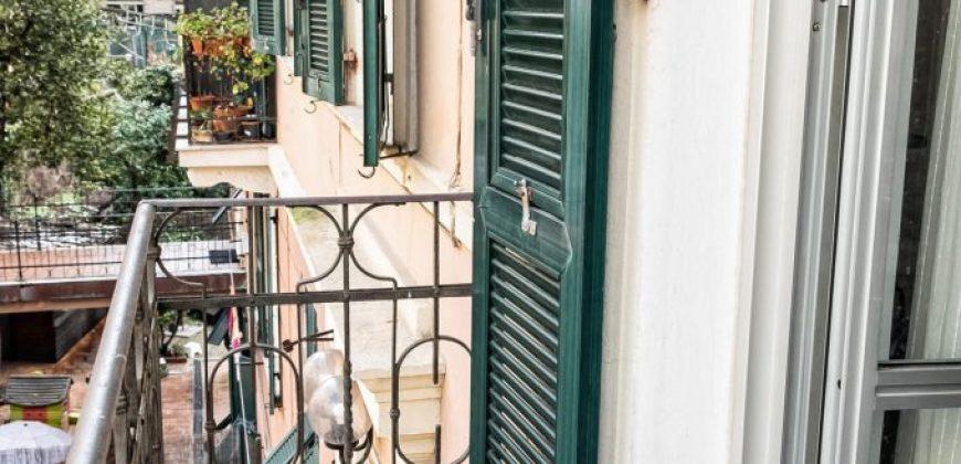via Cocito 7 vani con balcone