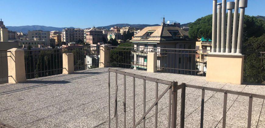 Albaro Via Rosselli ultimo piano con terrazzo