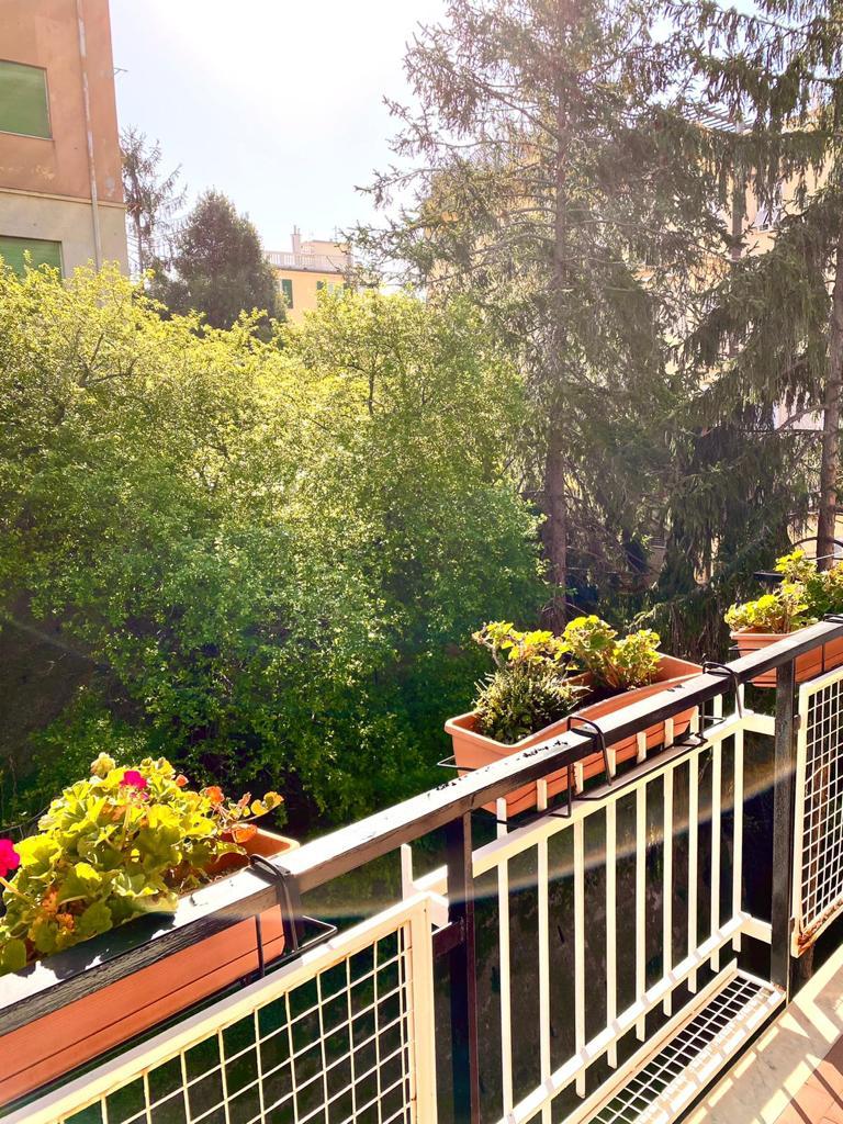 Albaro Via San Pio X elegante immobile in contesto privato
